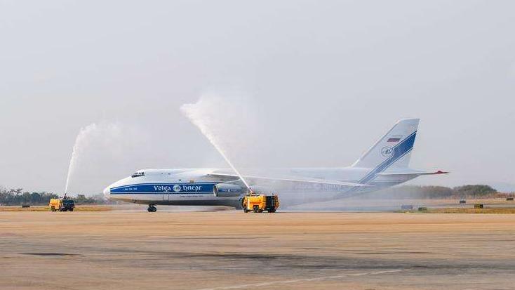 Segundo maior avião do mundo pousa em Minas com maquinário de 51 toneladas; veja vídeo