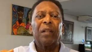 Pelé segue internado em UTI em São Paulo após retirada de tumor