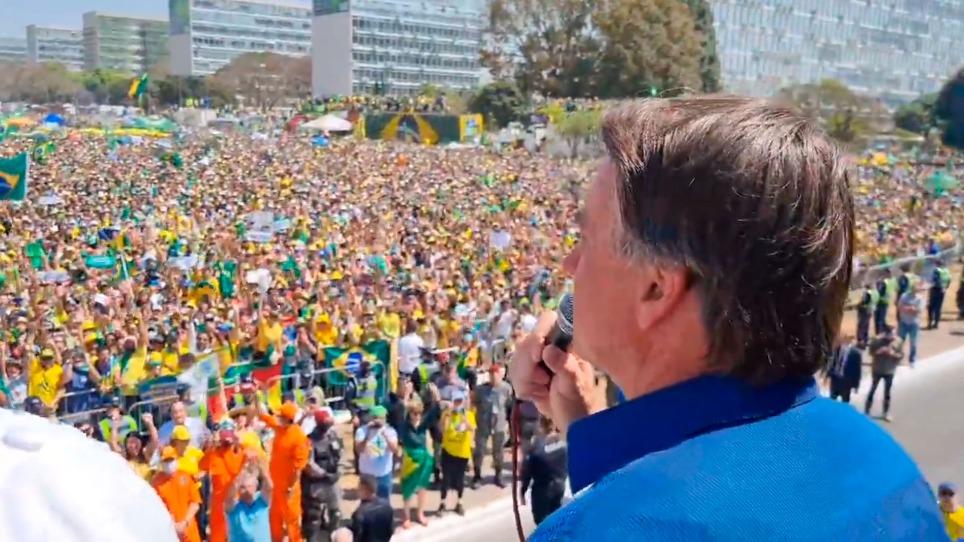 Apoiadores lotam ruas e Bolsonaro demonstra poder e critica STF
