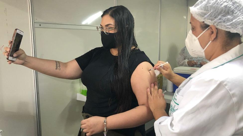 Prefeitura começa a vacinar adolescentes de 14 anos contra Covid-19 nesta quinta
