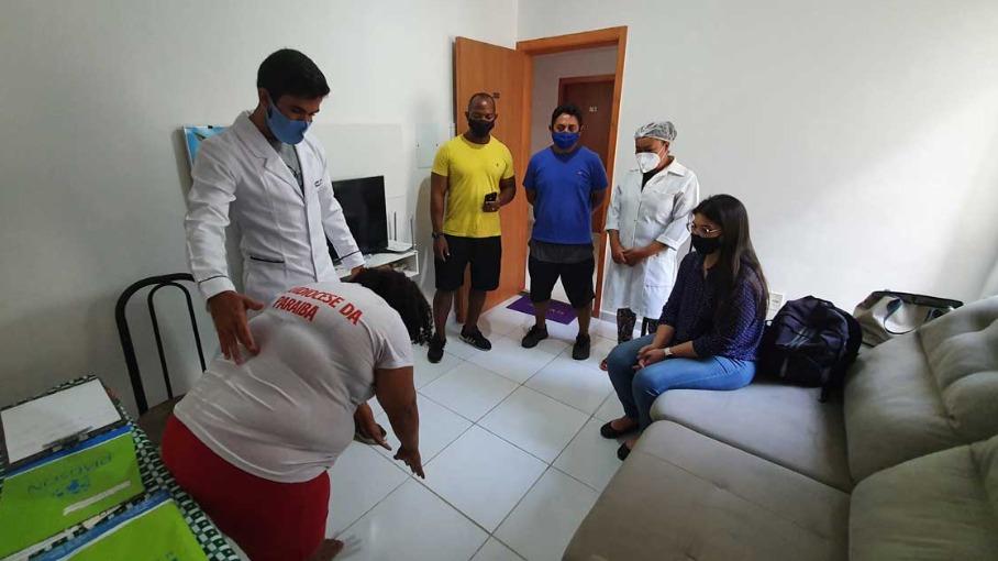Prefeitura oferece atendimento multidisciplinar em residência para moradores com problema de mobilidade