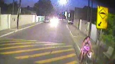 Vídeo: criança de 2 anos morre atropelada por ônibus