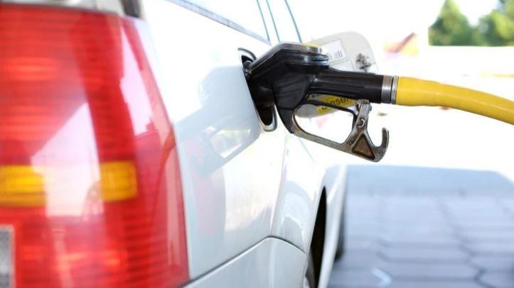 Gasolina aumenta pela sexta semana seguida e chega a até R$ 7,18
