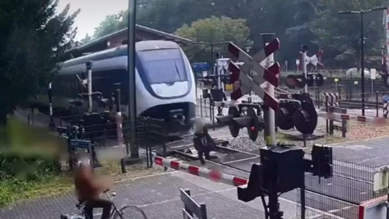 Vídeo mostra mulher quase sendo atropelada por trem
