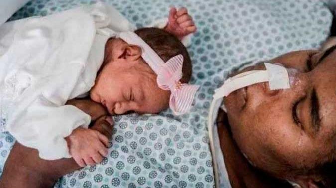 Momento em que a mãe segura a bebê no colo pela primeira vez - (crédito: Reprodução/Instagram/Paula Beltrão)