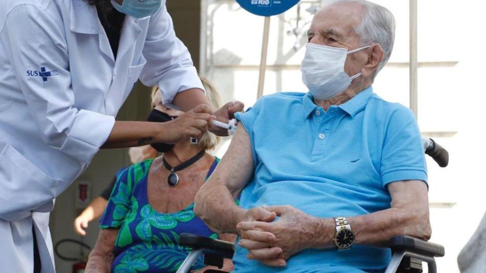 Prefeito faz apelo para que idosos tomem 3ª dose da vacina contra a Covid-19