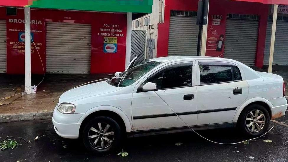 Cabo de alta tensão rompido provocou descarga elétrica em casal e em criança de 11 anos Foto Foto: Corpo de Bombeiros/Divulgação