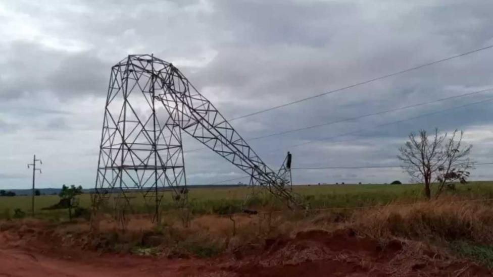 Torres foram derrubadas na última sexta-feira Foto Foto: CEMIG/Divulgação
