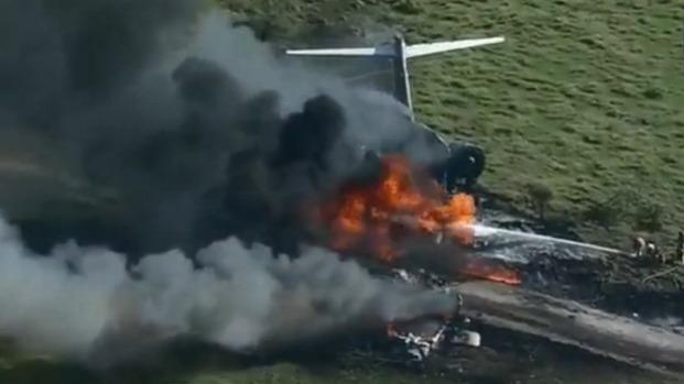 avião cai