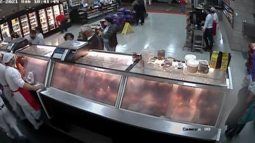Homem é agredido e morre após reclamar de preço de carne; veja o vídeo