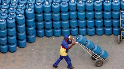 Botijão é achado por mais de R$ 110 em todas as regiões CAETANO BARREIRA/REUTERS - 2.5.2006