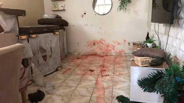 Marcas da violência numa das casas da Favela do Jacarezinho Foto: Agência O Globo
